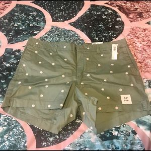 Old Navy floral shorts (NWT)